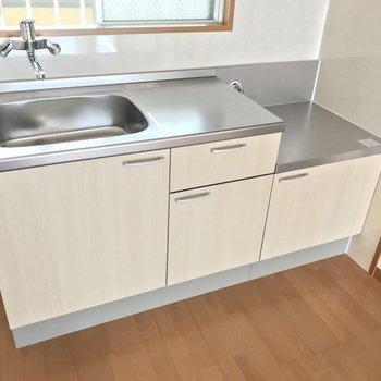 新しいキッチンって気持ちいい!お気に入りのコンロで楽しくお料理しよう。