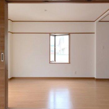角部屋の特権、出窓は三角形で可愛らしい。
