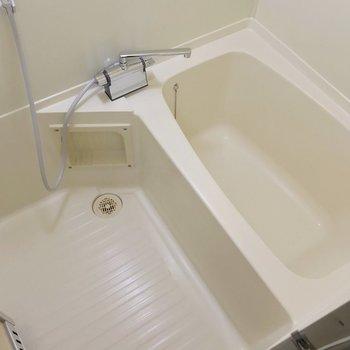 お風呂はサーモ水栓で温度調節簡単!