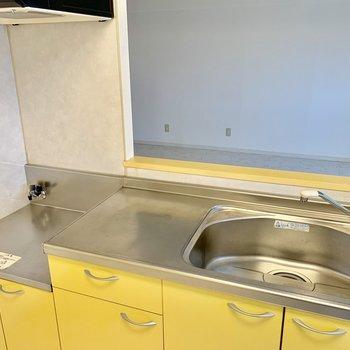 お!キッチンは黄色で爽やか◎コンロはご準備を