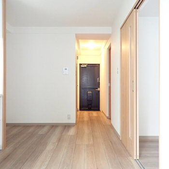 右側にお部屋がふたつ並んでいます