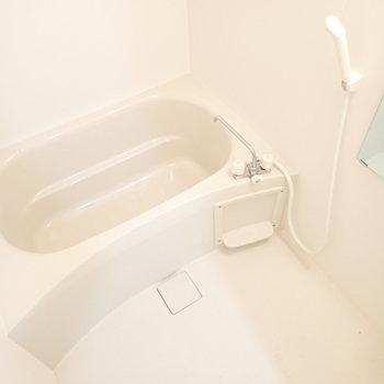 白さかがやくバスルーム
