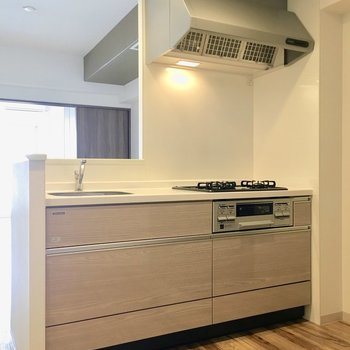 キッチンもナチュラルテイストに。※写真は類似間取り別部屋のものです。