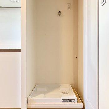 キッチンの横には洗濯機を置けますよ。