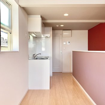 キッチンは白ですっきり。