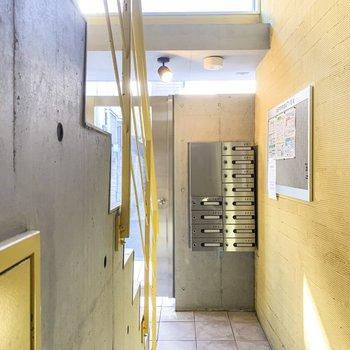 1階の共用部には集合ポストが。