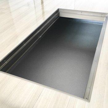この床下収納、かなり広いです!