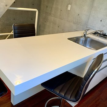 【1F】キッチン作業台は、テーブルとしても使えます