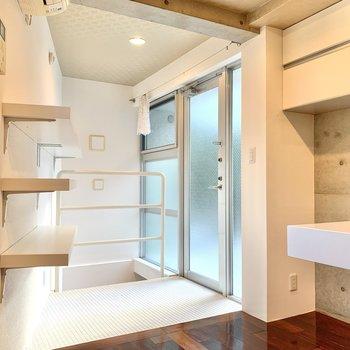 【1F】キッチン目の前は玄関です