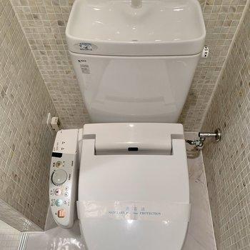 【B1F】トイレは温水洗浄機付きです