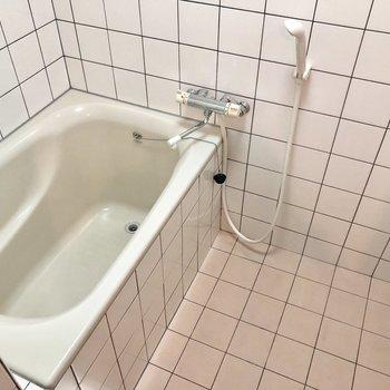 タイルが可愛いお風呂!(※写真は5階の同間取り別部屋のものです)