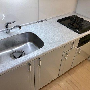 システムキッチンで使いやすい。(※写真は5階の同間取り別部屋のものです)
