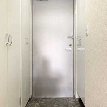 明るい玄関は清潔感があります。