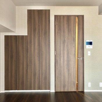 木目調のドアが◎※写真は9階の同間取り別部屋のものです