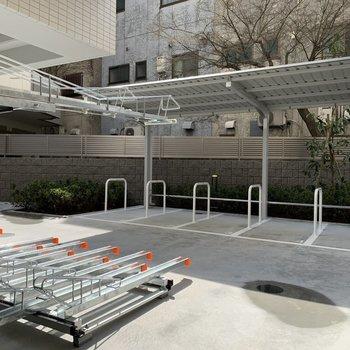 駐輪場にバイク置き場、