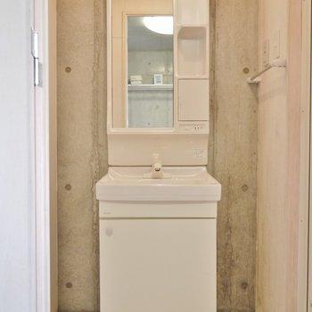 このお家賃で独立洗面がついてます。※写真は同タイプの別室