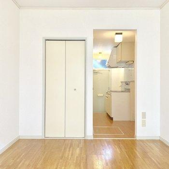 シンプルだから良い※写真は1階の同間取り別部屋のものです