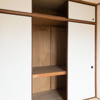 【和室約6帖】洋室の押し入れより容量があります。布団なども入ります。