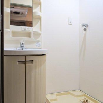 独立洗面台ありますよっ (※写真は6階の同間取り別部屋のものです)