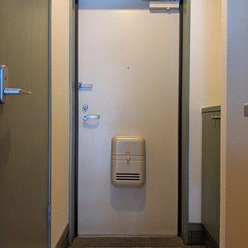 シューズボックスの上に何置こう♫ (※写真は6階の同間取り別部屋のものです)