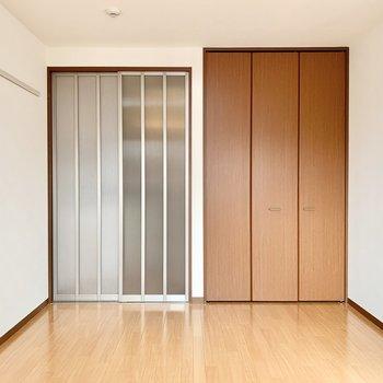 洋室は完全に閉めきることもできます。