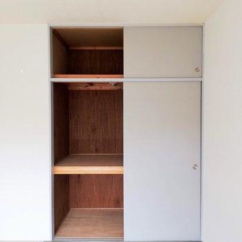 【和室】上下の収納は布団も入りそうです!※写真は2階の同間取り別部屋のものです