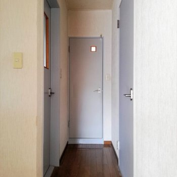 廊下に出まして、、、※写真は2階の同間取り別部屋のものです