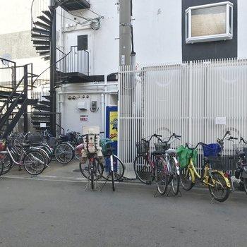 【共用部】自転車はマンション前にお願いします。
