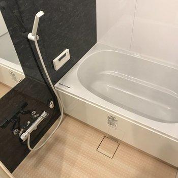 そして洗濯パンの奥にお風呂があります。