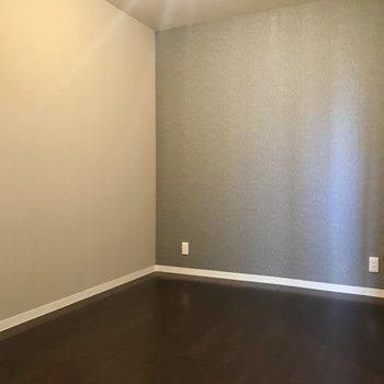 【洋室5畳】寝室にうってつけ。