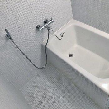 シャワーも変わり者。※写真は1階の同一タイプのお部屋のもの