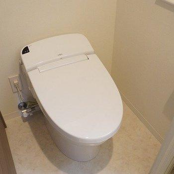 シンプルだけど温水洗浄機能付き※写真は10階の同間取り別部屋のものです