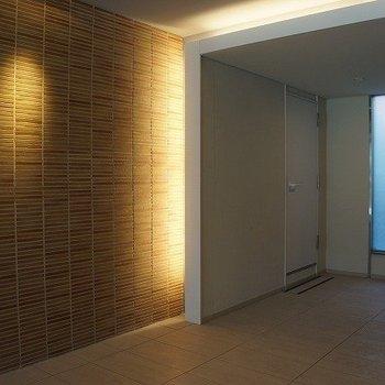 品のあるマンション玄関照明