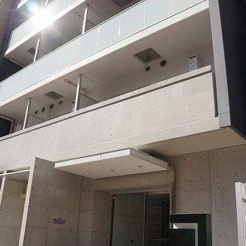コンクリート打ちっ放しの外壁