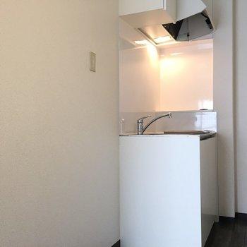 冷蔵庫はここに置きましょう。