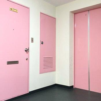 エレベーターまでピンク!