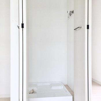 洗濯機は扉で隠せます。