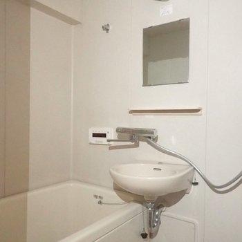 ちなみに今のお風呂がこんな感じ。既に水栓はきれいです!※写真は現状