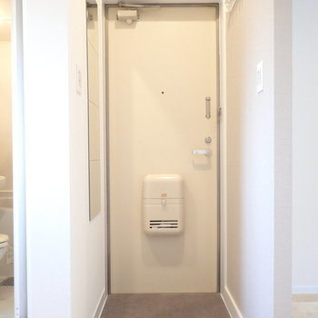 玄関にはグレーのCFを。※写真はイメージ