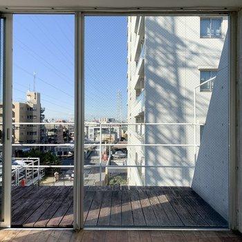 【上階】一面ガラス窓で開放的ですね◯