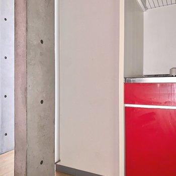ここに置く冷蔵庫は、ステンレスのものが似合いそうです。※フラッシュを使用して撮影しています