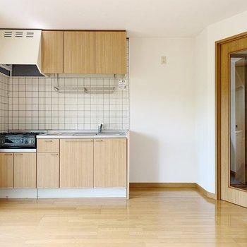 【リビング9帖】キッチンは2〜3人で仲良く使えそう。