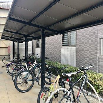 もちろん駐輪場も駐車場もありますよ