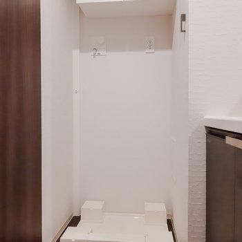 洗剤などは上に置いておけます。※写真は5階の反転間取り別部屋のものです