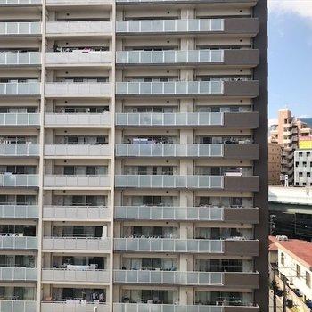 こちらの眺望もマンションが見えます。