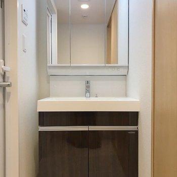 鏡が大きくて、使いやすい洗面台♪
