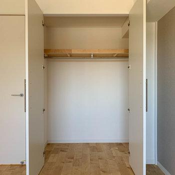 幅の広いクローゼットです。※写真は似た間取りの別部屋です