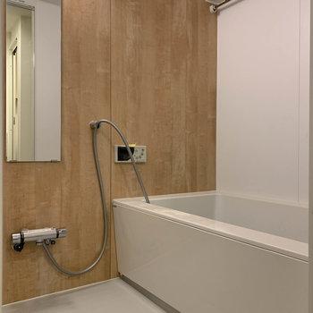 追い焚き、浴室乾燥のついたお風呂!※写真は工事中のものです。