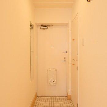 玄関もスッキリとリノベーション※写真は似た間取りの別部屋です