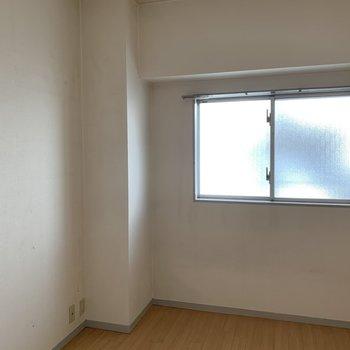 【工事中】共用廊下側居室の工事前の様子